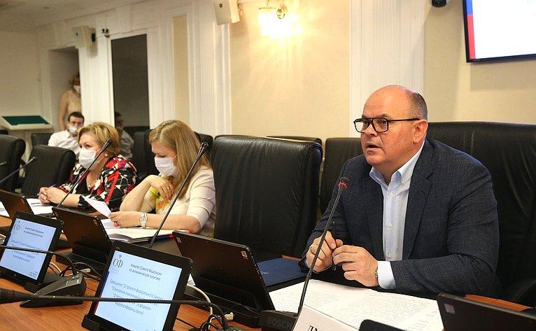 А. Дмитриенко провел совещание по вопросу внесения изменений в Федеральный закон «О теплоснабжении»